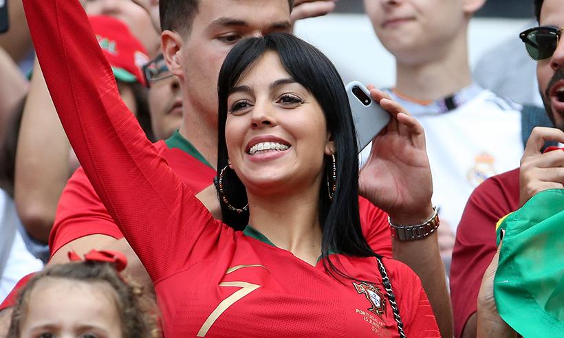 georgina-rodriguez-waving-t.jpg